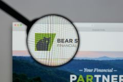 Milão, Itália - 10 de agosto de 2017: Logotipo financeiro do estado do urso no Imagens de Stock Royalty Free