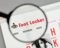 Milão, Itália - 10 de agosto de 2017: Logotipo de Foot Locker no Web site imagens de stock