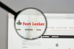 Milão, Itália - 10 de agosto de 2017: Logotipo de Foot Locker no Web site imagens de stock royalty free