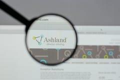 Milão, Itália - 10 de agosto de 2017: Logotipo global das terras arrendadas de Ashland sobre foto de stock