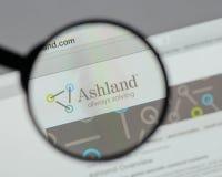Milão, Itália - 10 de agosto de 2017: Logotipo global das terras arrendadas de Ashland sobre imagens de stock royalty free