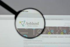 Milão, Itália - 10 de agosto de 2017: Logotipo global das terras arrendadas de Ashland sobre imagem de stock royalty free