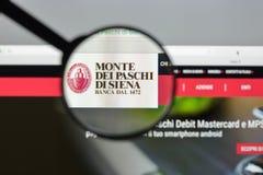 Milão, Itália - 10 de agosto de 2017: O dei Paschi di Siena de Monte deposita w Imagens de Stock