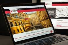 Milão, Itália - 10 de agosto de 2017: O dei Paschi di Siena de Monte deposita w Fotografia de Stock