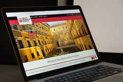 Milão, Itália - 10 de agosto de 2017: O dei Paschi di Siena de Monte deposita w Fotografia de Stock Royalty Free