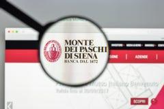 Milão, Itália - 10 de agosto de 2017: O dei Paschi di Siena de Monte deposita w Imagens de Stock Royalty Free
