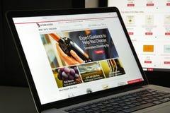 Milão, Itália - 10 de agosto de 2017: Vinho homepage do Web site de COM É Foto de Stock Royalty Free