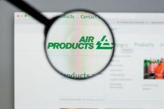 Milão, Itália - 10 de agosto de 2017: Websit de Air Products & Chemicals foto de stock