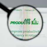 Milão, Itália - 10 de agosto de 2017: Websit de Air Products & Chemicals fotos de stock