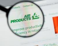 Milão, Itália - 10 de agosto de 2017: Websit de Air Products & Chemicals imagem de stock