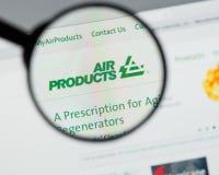Milão, Itália - 10 de agosto de 2017: Websit de Air Products & Chemicals foto de stock royalty free