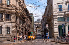 Milão, Itália - 25 de maio de 2016: Ideia da galeria Vittorio Emanuele II pela praça Cordusio Fotos de Stock Royalty Free