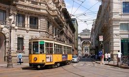 Milão, Itália - 25 de maio de 2016: Ideia da galeria Vittorio Emanuele II pela praça Cordusio Fotos de Stock
