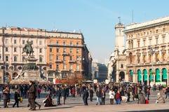 MILÃO, ITÁLIA - 10 DE NOVEMBRO DE 2016: Vittorio Emanuele Gallery e Praça del Domo em Milão, Itália Foto de Stock
