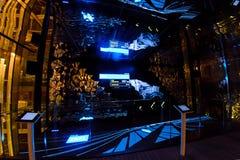 Milão, Itália - 20 de outubro de 2015: Tecnologia nova da iluminação controlada pelo computador fotos de stock