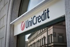 Milão, Itália - 24 de setembro de 2017: Banco de Unicredit em Milão Imagens de Stock Royalty Free
