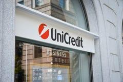 Milão, Itália - 24 de setembro de 2017: Banco de Unicredit em Milão Foto de Stock