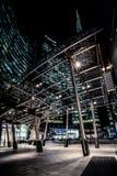 MILÃO, ITÁLIA - FEVEREIRO 04,2016: Distrito de Milan Porta Garibaldi O arranha-céus do banco de Unicredit e a praça Gael Aulenti Fotos de Stock