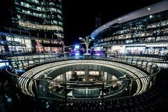MILÃO, ITÁLIA - FEVEREIRO 04,2016: Distrito de Milan Porta Garibaldi O arranha-céus do banco de Unicredit e a praça Gael Aulenti Fotografia de Stock Royalty Free