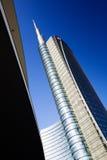 MILÃO, ITÁLIA, O 12 DE FEVEREIRO DE 2015: arranha-céus novo do banco de Unicredit, Milão Fotos de Stock
