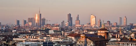 Milão, skyline nova 2013 no por do sol  Imagens de Stock Royalty Free