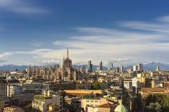 Milão, 2015 skylines panorâmicos na noite Imagem de Stock
