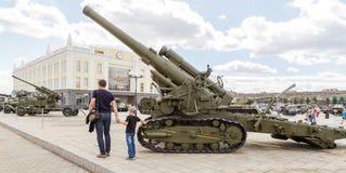 152-milímetro del arma de BR2 1935 del modelo Pyshma, Ekaterinburg, Rusia - agosto Fotografía de archivo libre de regalías