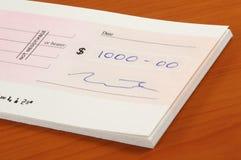 Mil dólares de cheque Imagenes de archivo