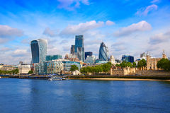 Mil för fyrkant för London finansiell områdeshorisont royaltyfria bilder