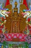 Mil-mão Quan Yin Bodhisattva em um templo Tailândia Ang Thong do wat Imagem de Stock