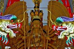 Mil-mão Quan Yin Bodhisattva em um templo Tailândia Ang Thong do wat Fotos de Stock Royalty Free