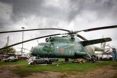Mil Mi-6 (NATO som anmäler den kända kroken) en sovjetisk tung transporthelikopter Royaltyfria Bilder