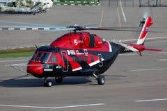 Mil Mi-38 38012 på Panki airfiled Arkivfoton