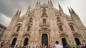 Mil?o, It?lia - 11 de agosto de 2018: Milan Cathedral - di Mil?o do domo Pra?a del Domo em Mil?o video estoque