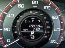 99.999 mil på vägmätaren Arkivbild