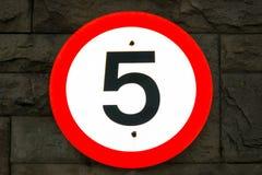 (5 mil per timme) vägmärke 5mph Royaltyfri Bild