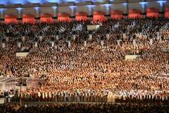 Mil personas que cantan Imagen de archivo libre de regalías