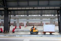 Milaan, Centrale Post 12/22/2016 Bagagevervoer aan tra stock fotografie