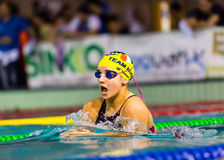 MILAAN - DECEMBER 23: Giulia Rosa die (Italië) schoolslag in de Zwemmende Kop van Vergaderingsbrema op 23 December, 2014 in Milaa royalty-vrije stock afbeeldingen