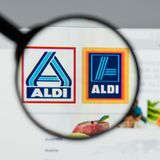 Milaan, Italië - Augustus 10, 2017: ALDI-websitehomepage Het is Stock Foto