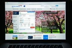 Milaan, Italië - Augustus 10, 2017: De Britse homepage van de luchtrouteswebsite Stock Fotografie