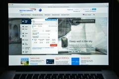 Milaan, Italië - Augustus 10, 2017: De Britse homepage van de luchtrouteswebsite Stock Afbeeldingen