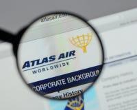 Milaan, Italië - Augustus 10, 2017: De Holdingslogboek Wereldwijd van Atlas Air Royalty-vrije Stock Foto