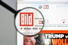 Milaan, Italië - Augustus 10, 2017: De homepage van de Bildwebsite Het is G Stock Foto's