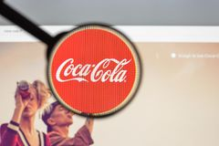 Milaan, Italië - Augustus 10, 2017: De homepage van de coca-colawebsite Het I Royalty-vrije Stock Foto's