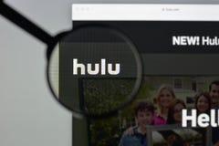Milaan, Italië - Augustus 10, 2017: De homepage van de Huluwebsite Het is Stock Foto