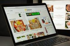 Milaan, Italië - Augustus 10, 2017: de homepage van de keukenwebsite Th Stock Foto's