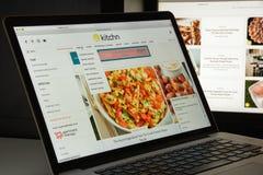 Milaan, Italië - Augustus 10, 2017: de homepage van de keukenwebsite Th Stock Afbeeldingen