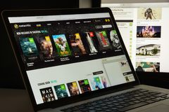 Milaan, Italië - Augustus 10, 2017: De homepage van de Metacriticwebsite Het Stock Afbeeldingen