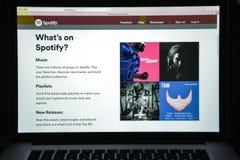 Milaan, Italië - Augustus 10, 2017: De homepage van de Spotifywebsite Het is royalty-vrije stock foto's
